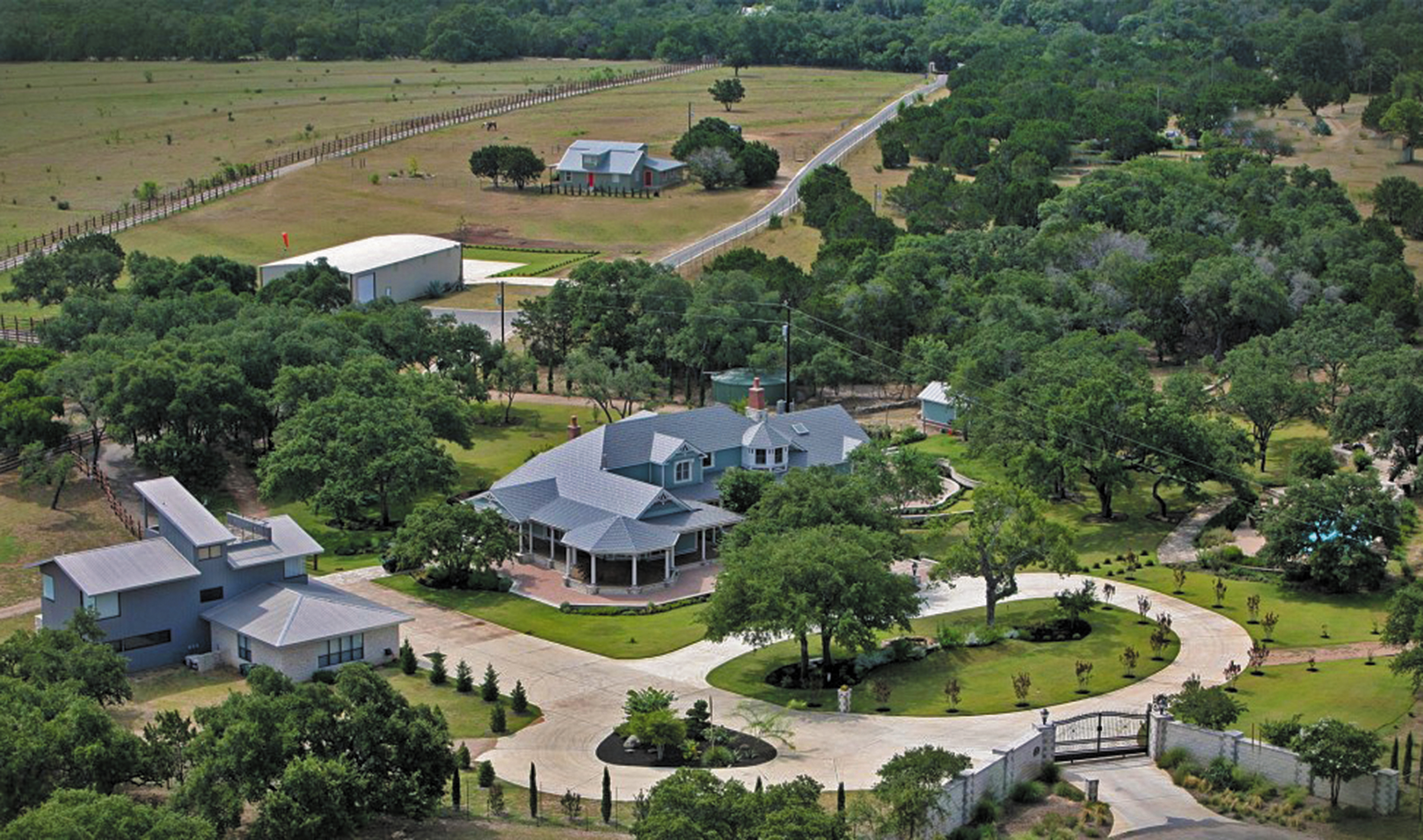 Royal Country Estate And Executive Haven St Troy